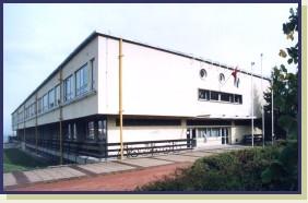Az iskola XX. századi épülete